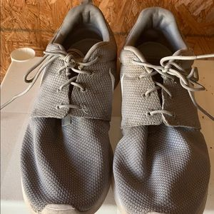Nike Roshan Shoes  used. Size 13